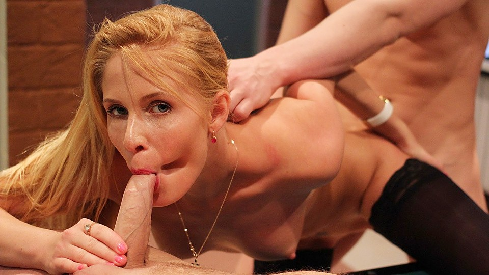 Depraved Blondie Female Loves 2 Meatpipes Simultaneously